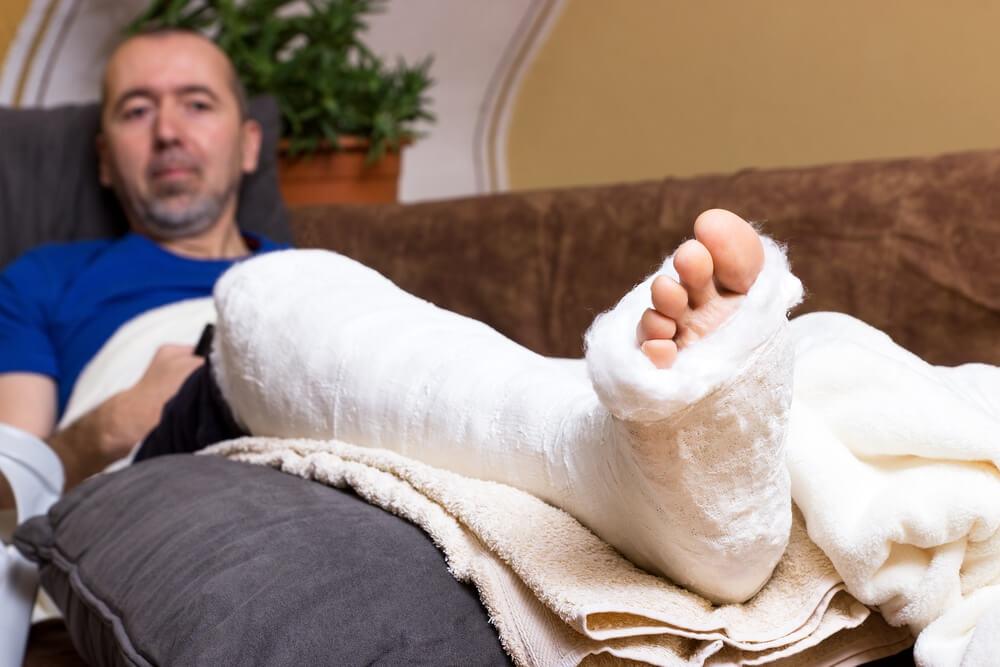 homem após acidente de trabalho